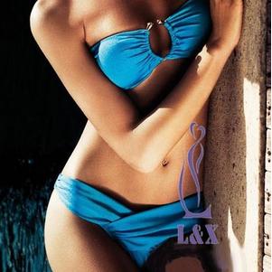 Оригинальный голубой купальник с уникальными плавками