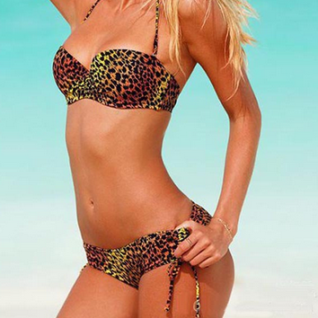 Класический разноцветный купальник с леопардовыми пятнами